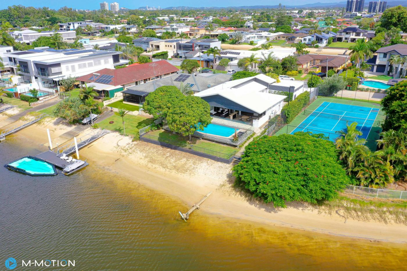39 Park Avenue Broadbeach Waters 4228 M-Motion Real Estate James Ford